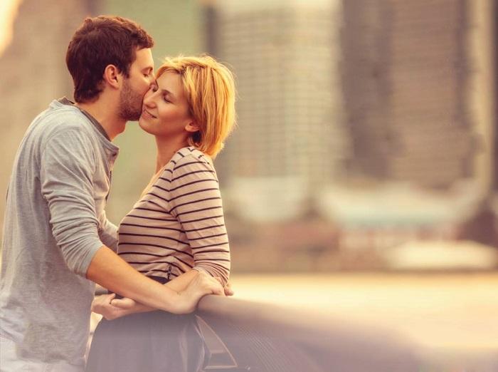 Como Conquistar o Homem - Mulher Beijando o Rapaz
